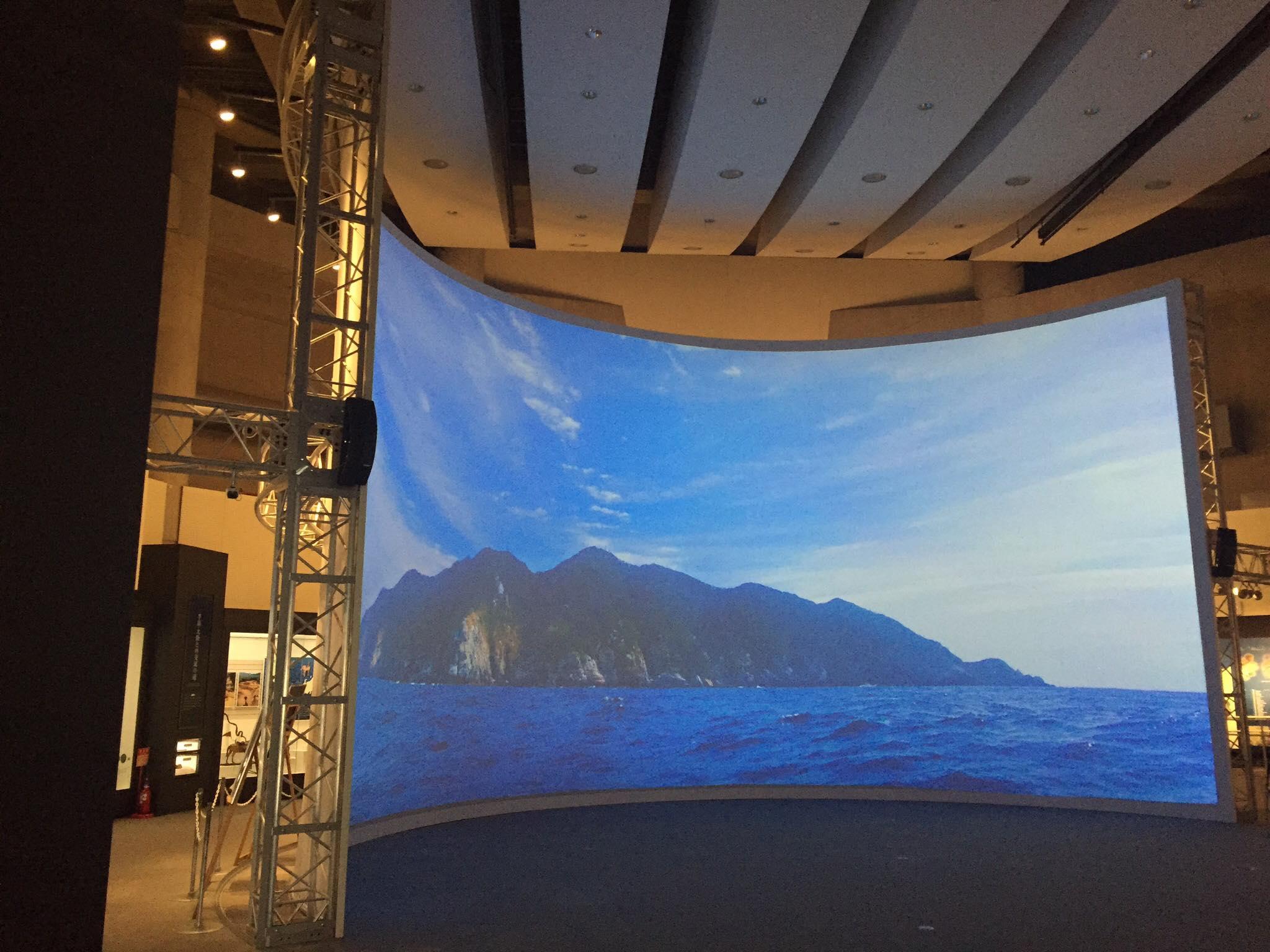 """海の道むなかた館「沖ノ島の祭祀遺跡と巨岩群」<br> Sea Road Munakata Exhibition Hall """"The Sacred Island of Okinoshima and Associated Sites"""""""